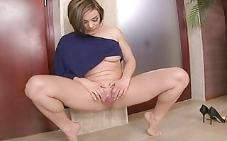 fleshly and sexy cameron cruise peeing after a