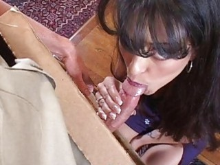 Sexy milf does blowjob for pizza guy and gets