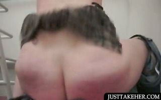 bitchy beauty desires to give blowjob satisfaction