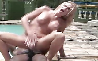 transexual orgy on the pool 2 de 2