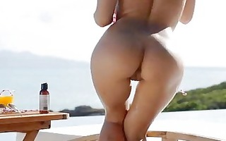 naked leila in the hawt sun