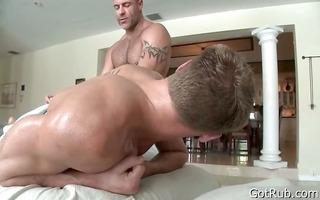 tattooed hunk gets deep rubbing 5