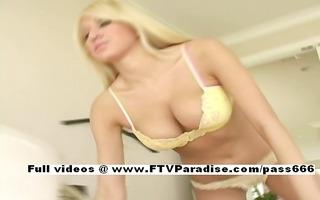 valerie fun stunning girl posing wet crack