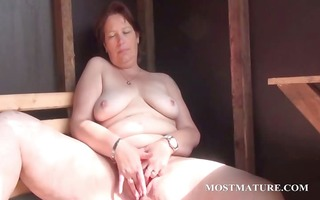 outdoor wet crack masturbation with older