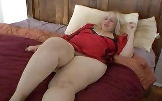 aunt rosa rubs her fat cum-hole